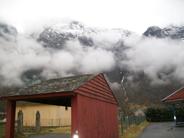 Eidfjord house and mountains.
